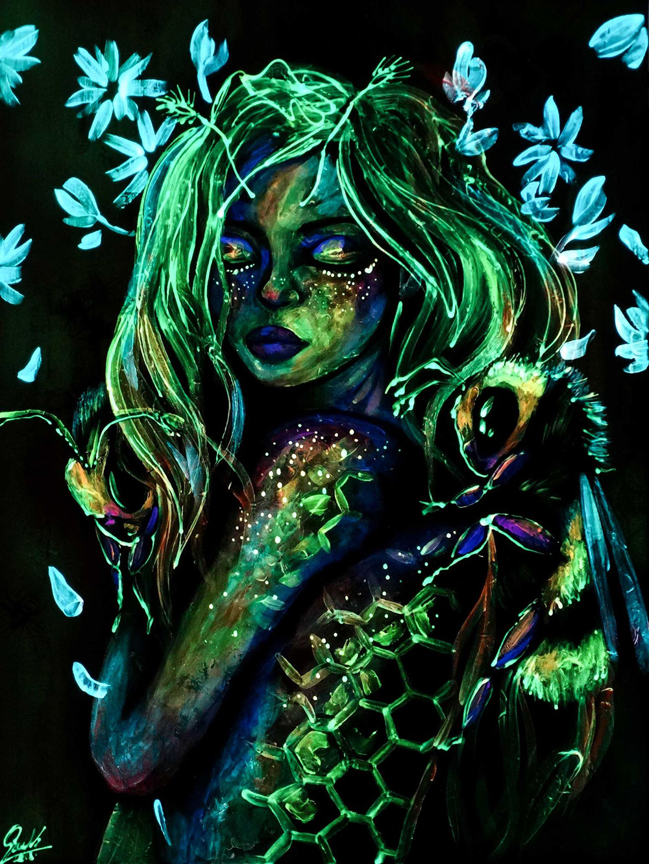Queen Bee (Glowing) - Vivien Szaniszlo
